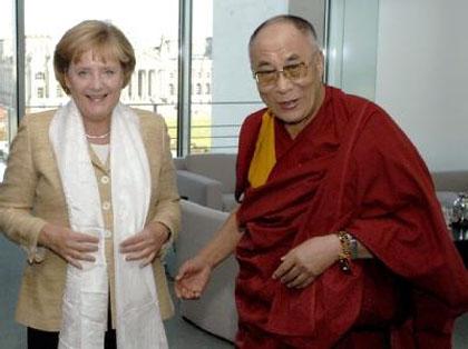 http://www.meaus.com/0124-merkel-dalai-lama.JPEG